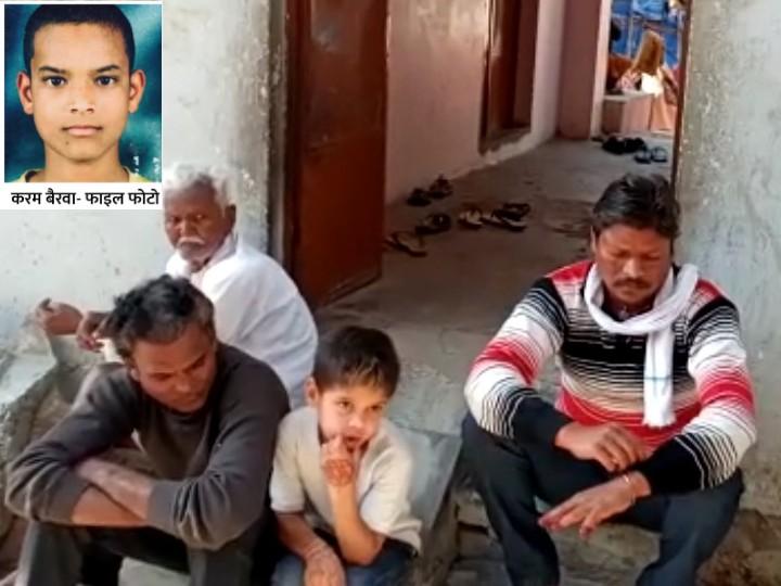 करमा बैरवा (इनसेट में) की जान रेलवे ट्रैक पर पतंग लूटने के दौरान गई।