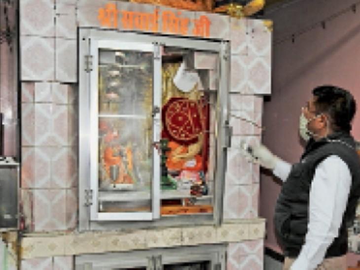 माजीसा मंदिर में जहां चोरी हुई।