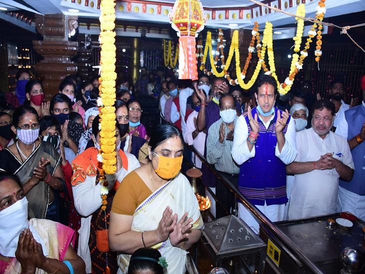 अय्यप्पा मंदिर के लक्षदीप महोत्सवम में सांसद-विधायक और दूसरे जनप्रतिनिधि भी शामिल हुए।