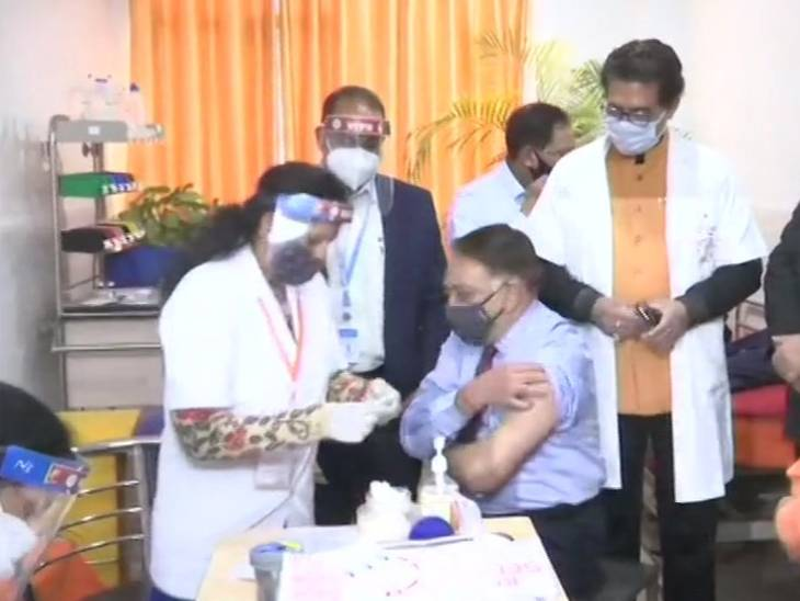 पहले दिन गोरखपुर CMO समेत 9057 हेल्थ वर्कर्स टीकाकरण से छूटे; अब 22 जनवरी को फिर लगेगी वैक्सीन|लखनऊ,Lucknow - Dainik Bhaskar