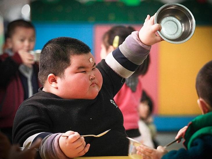 एक्सरसाइज नहीं बच्चों में मोटापा बढ़ने की बड़ी वजह है खानपान, जानिए बच्चों में मोटापा कब बढ़ता है और कैसे कंट्रोल करें|लाइफ & साइंस,Happy Life - Dainik Bhaskar