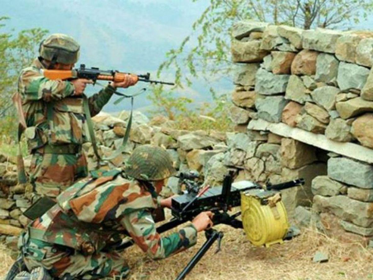 पाकिस्तानी सेना आतंकी घुसपैठ करवा रही थी; भारतीय सेना ने 3 दहशतगर्द मार गिराए, 4 जवान भी घायल|देश,National - Dainik Bhaskar