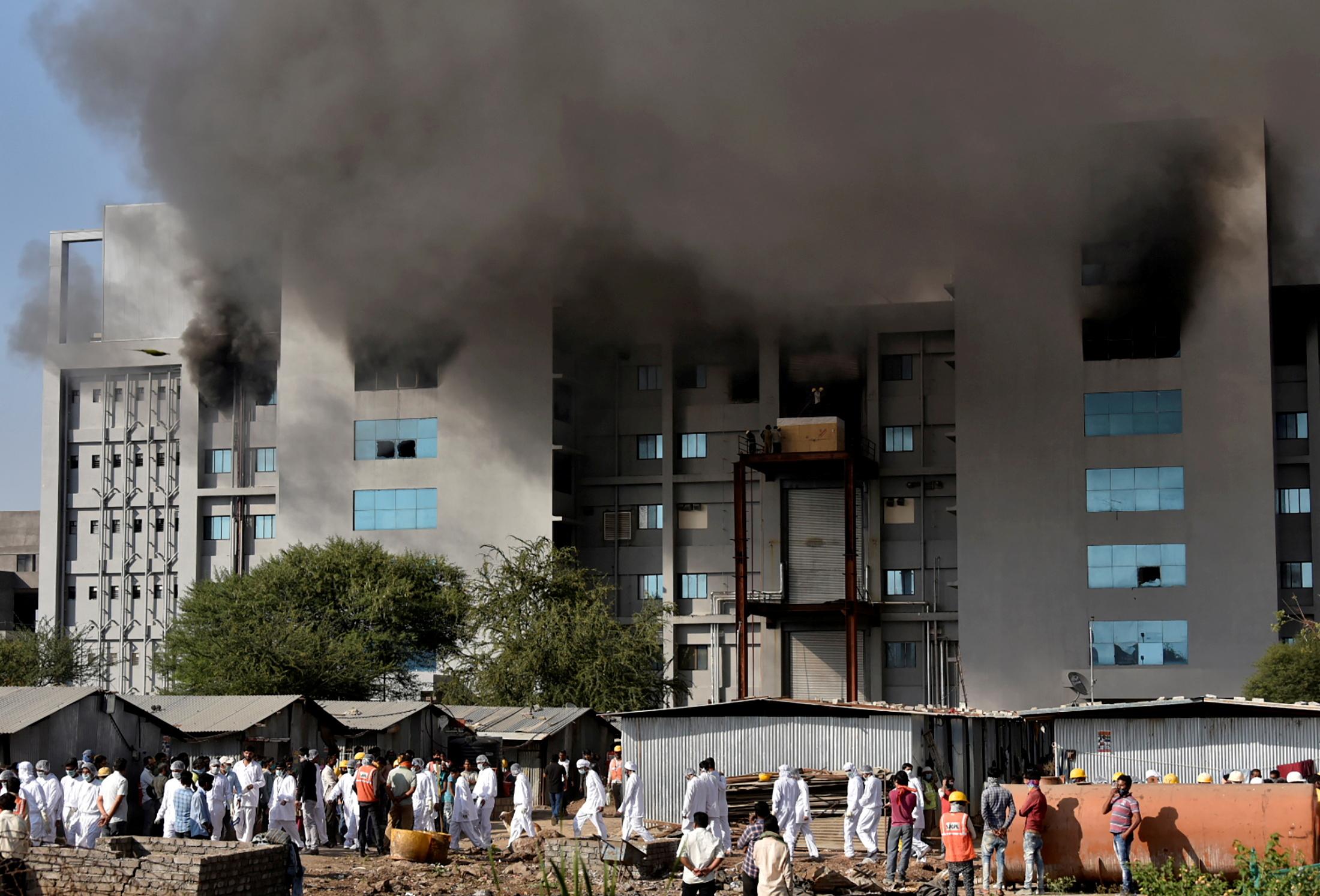 आग सीरम इंस्टीट्यूट के मंजरी प्लांट में लगी थी। इस इमारत का पिछले 5 साल से निर्माण चल रहा है। आग लगने के बाद सबसे बड़ी चुनौती वर्कर्स की सेफ्टी थी। इन्हें तुरंत इमारत से बाहर निकाला गया।