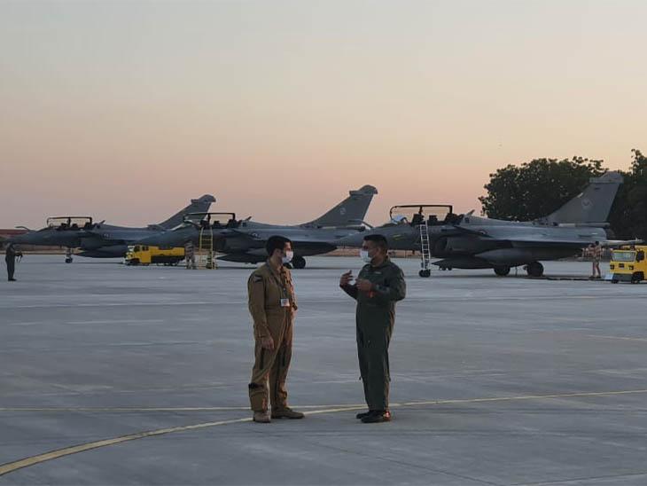 गुरुवार सुबह दोनों देशों के पायलट्स एयरबेस पर तैयार नजर आए।