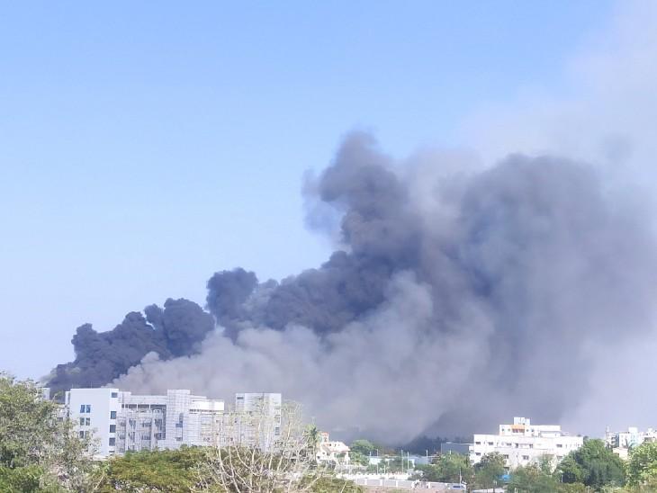 SII की BCG लैब के दो फ्लोर पर आग लगी। यहां से 6 कर्मचारियों को निकाला गया।