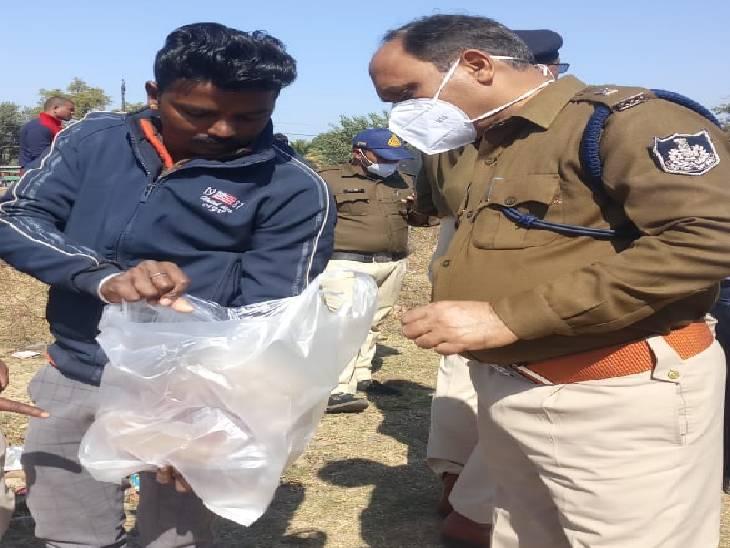 एएसपी गोपाल खांडेल हत्या में प्रयुक्त पत्थरों को देखते हुए, इसे साक्ष्य के तौर पर पुलिस ने जब्त किया है