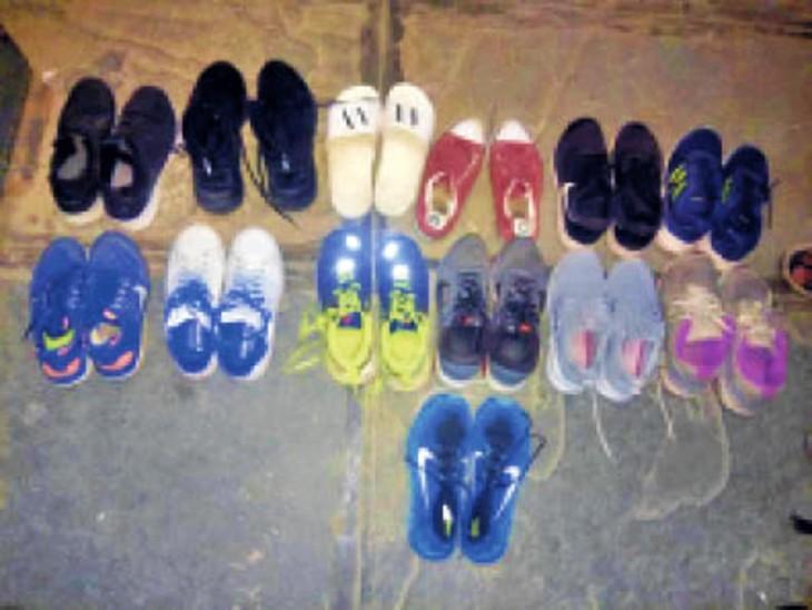 पुलिस ने आरोपियों से 20 जोड़ी ब्रांडेड जूते भी बरामद किए हैं।
