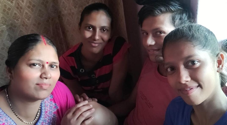 अपने परिवार के साथ सुष्मिता।