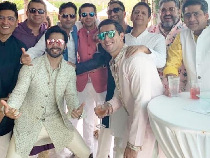 रस्मों के बीच सामने आई द मेंशन हाउस के अंदर वरुण धवन की पहली फोटो, भाई और दोस्तों के साथ पोज देते आए नजर|बॉलीवुड,Bollywood - Dainik Bhaskar