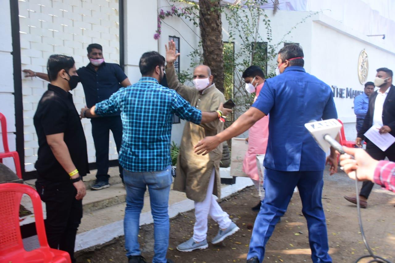 अलीबाग के 'द मेंशन हाउस' में आज वरुण-नताशा की शादी, रस्में करवाने के लिए पंडित जी भी रिजॉर्ट पहुंचे|बॉलीवुड,Bollywood - Dainik Bhaskar