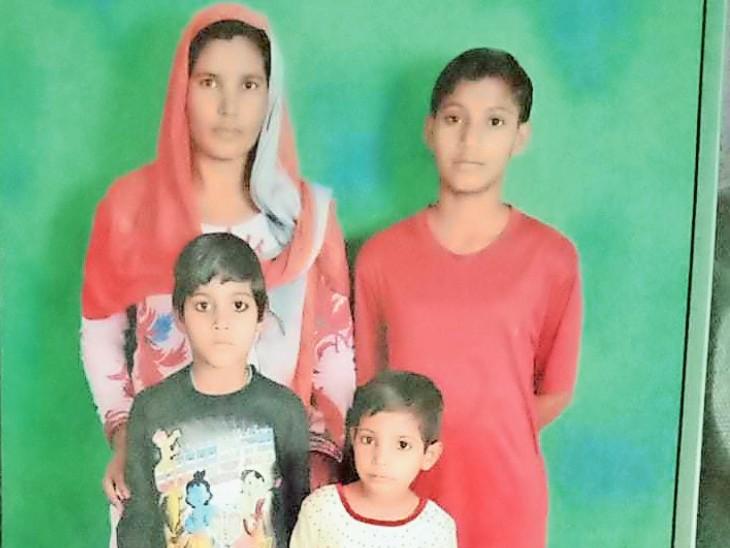 हिसार | मां रजनी तीन बेटियों के साथ।