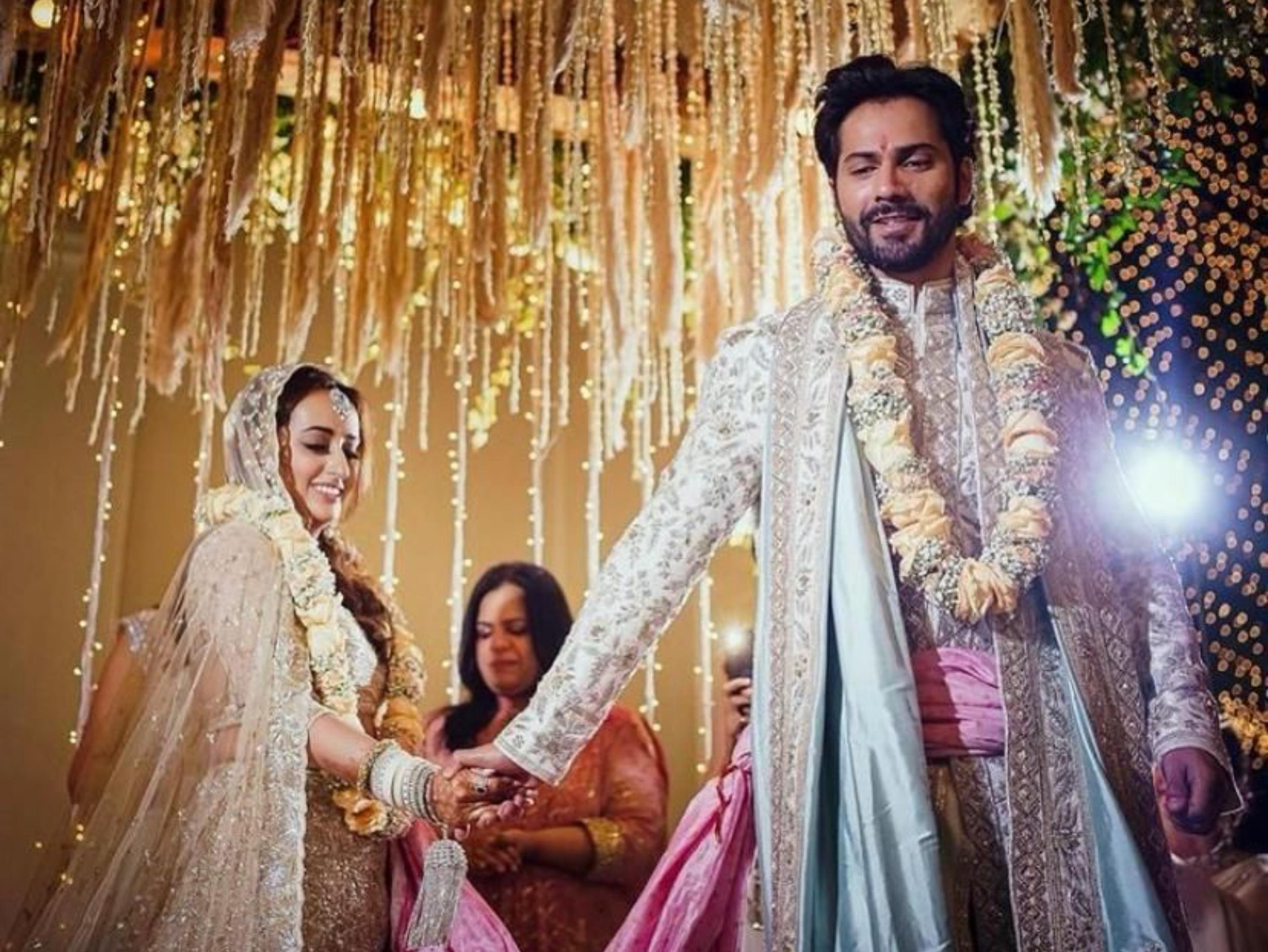 शादी की पहली तस्वीरें सामने आईं, वरुण ने सोशल मीडिया पर लिखा- जीवनभर का प्यार ऑफिशियल हो गया|बॉलीवुड,Bollywood - Dainik Bhaskar