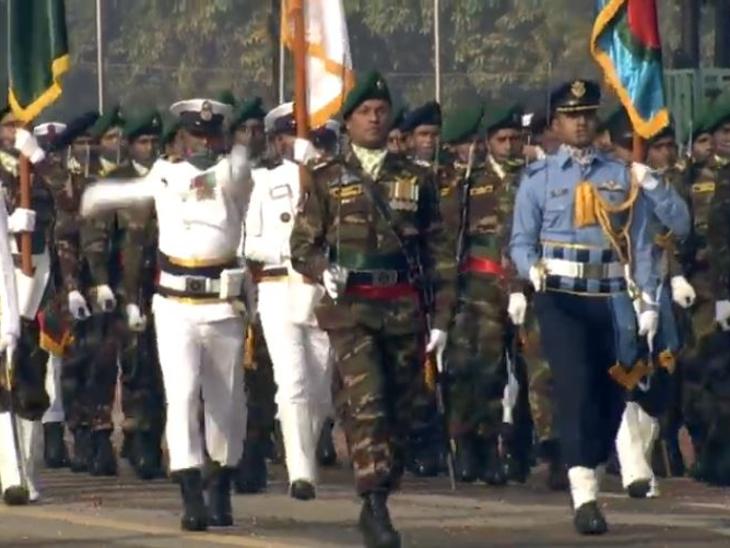 राजपथ पर परेड में हिस्सा लेती बांग्लादेश की सैन्य टुकड़ी।