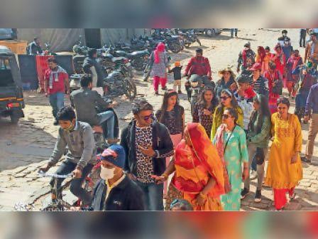 स्वर्णनगरी सैलानियों से हुई गुलजार, कोरोना की मंदी से पर्यटन को राहत|जैसलमेर,Jaisalmer - Dainik Bhaskar
