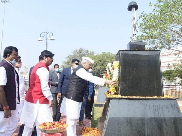 मुख्यमंत्री भूपेश बघेल ने जगदलपुर के अमर शहीद स्मारक में शहीदों को श्रद्धांजलि अर्पित की।