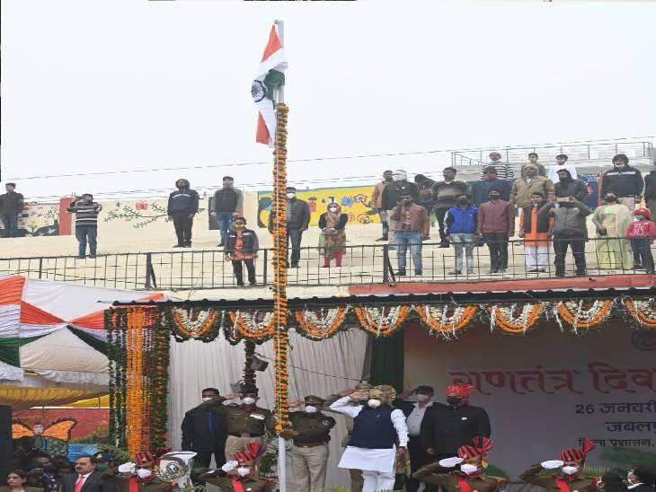 राइट टाउन स्टेडियम में मंत्री भूपेंद्र सिंह ने किया ध्वजारोहण, परेड की सलामी ली, आकर्षक झांकियों ने मोहा मन जबलपुर,Jabalpur - Dainik Bhaskar