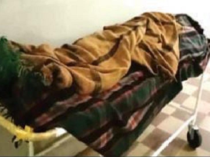 काम खेड़ा गांव में नक्सली महिला सरपंच के घर में घुस आए और उनके ससुर इंदल शाह मंडावी की गला रेतकर हत्या कर दी।