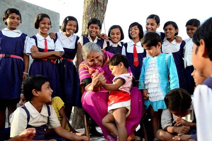 सिंधुताई को महाराष्ट्र की मदर टेरेसा भी कहा जाता है।