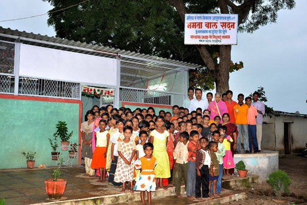 पुणे समेत महाराष्ट्र के अलग-अलग शहरों में सिंधुताई के 6 बाल आश्रम हैं।