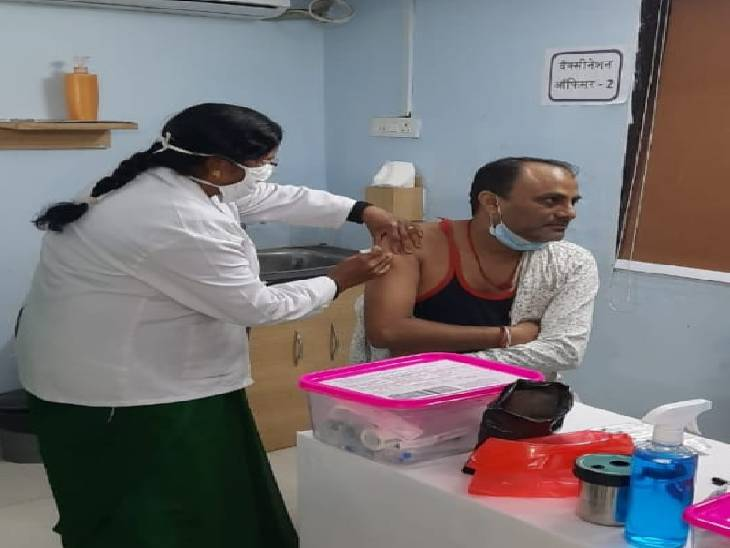 जिले में 33 सेंटरों पर 1988 को लगा टीका, वेटिंग लिस्ट से बुलाने के बाद भी नहीं बढ़ रहा आंकड़ा|जबलपुर,Jabalpur - Dainik Bhaskar