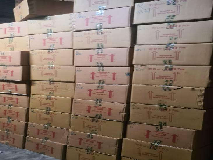 इस तरह नकली घी की पैकिंग मिली