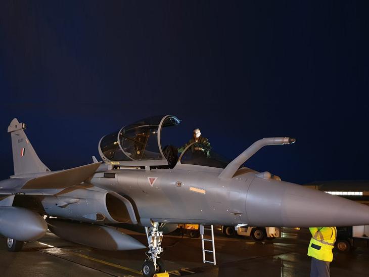 फ्रांस से तीन और राफेल विमान जामनगर पहुंचे, अब तक 11 फाइटर जेट भारत को मिले|देश,National - Dainik Bhaskar