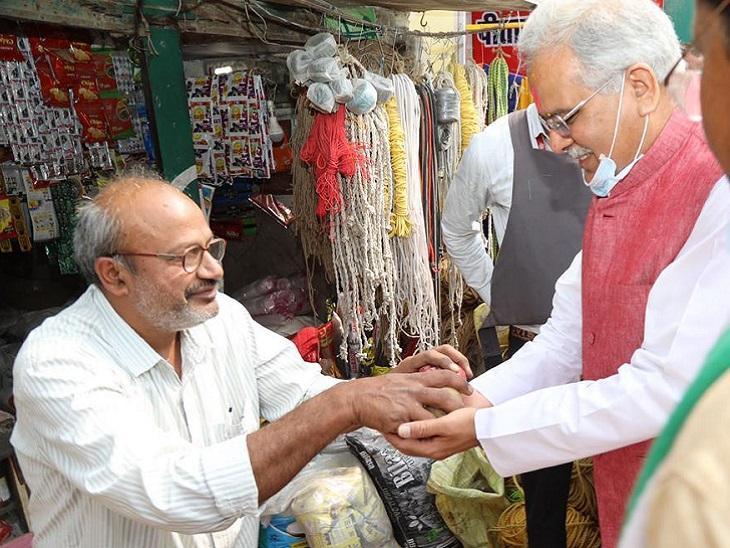 CM बघेल ने कहा, छेरछेरा पुन्नी पर बच्चों, युवाओं, किसानों, मजदूरों और महिलाओं की टोली घर-घर जाकर दान मांगते हैं। धनी और गरीब एक दूसरे के घर दान मांगने जाते हैं।