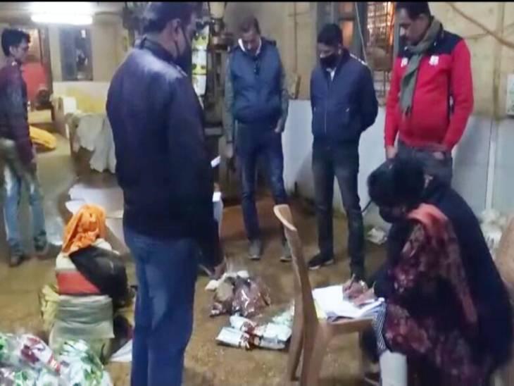 मसाला इंडस्ट्रीज में धान की भूसी से मिर्च और धनिया पाउडर तो चावल के आटे से हल्दी में होती थी मिलावट|जबलपुर,Jabalpur - Dainik Bhaskar