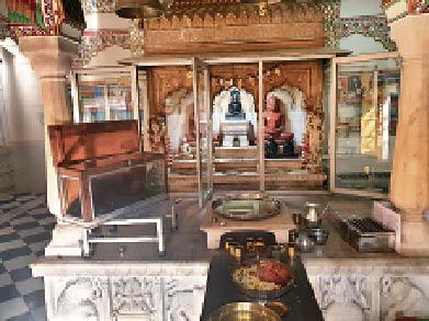गुरु मां-केयर टेकर को बंद कर 500 साल पुरानी 28 मूर्तियां चाेरी जयपुर,Jaipur - Dainik Bhaskar