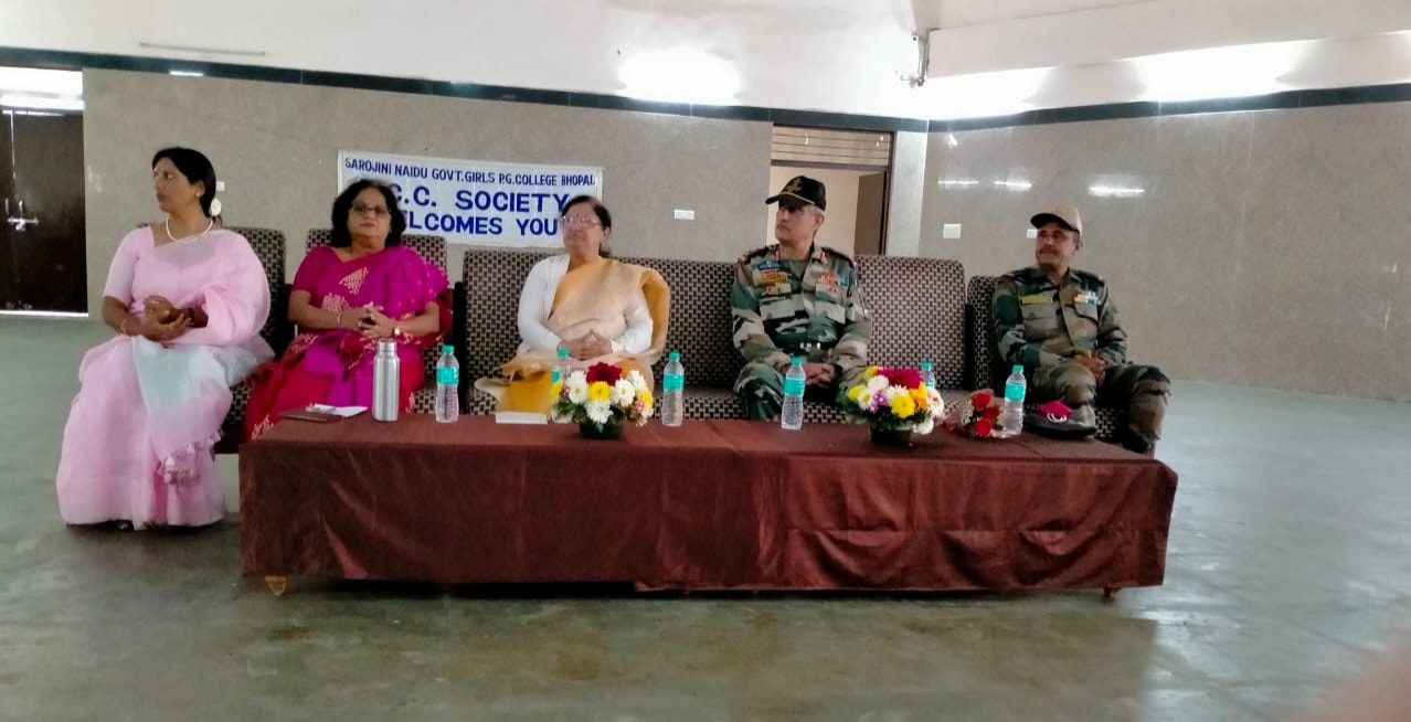 NCC officials and college principal Dr. Pratibha Singh and other professors at the launch of the camp.