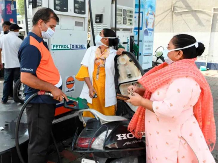 दिल्ली और मुंबई में पेट्रोल की कीमतें उच्चतम स्तर पर पहुंची, HPCL ने कहा- टैक्स कम होने पर ही कीमतें घटेंगी बिजनेस,Business - Dainik Bhaskar