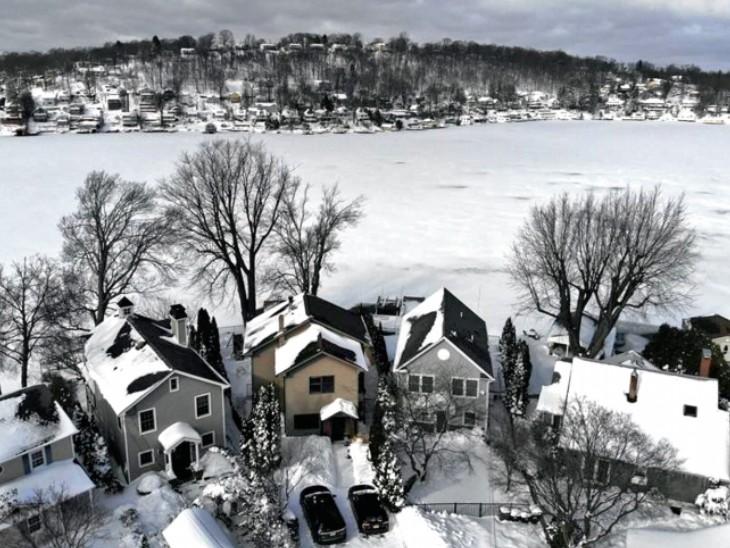बर्फीले तूफान 'ओरलेना' के कारण अमेरिका के 20 से ज्यादा राज्यों में जमकर बर्फबारी हुई।