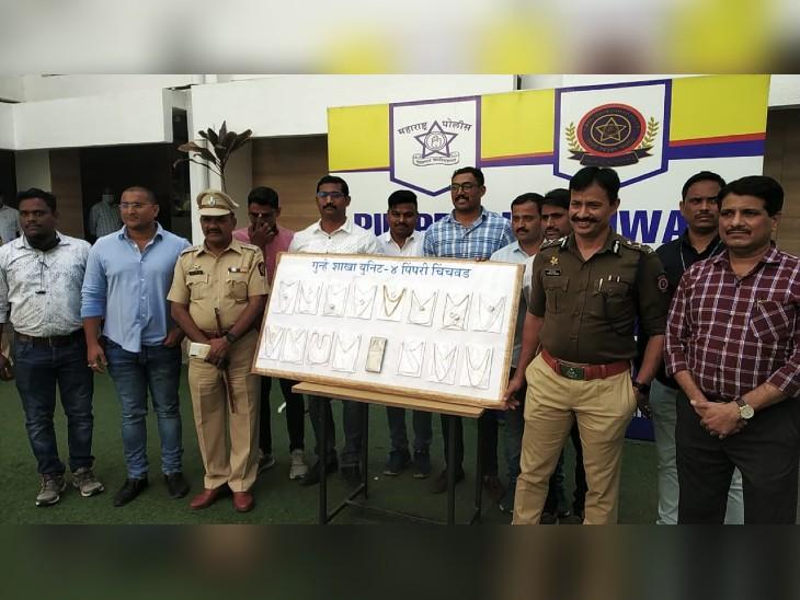 पुलिस ने महिला के पास से 15 लाख रुपए का माल बरामद किया है।