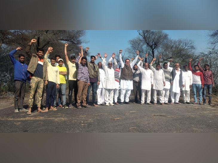 अबोहर में केंद्र सरकार के खिलाफ नारे लगाते किसानों के समर्थन में उतरे लोग।