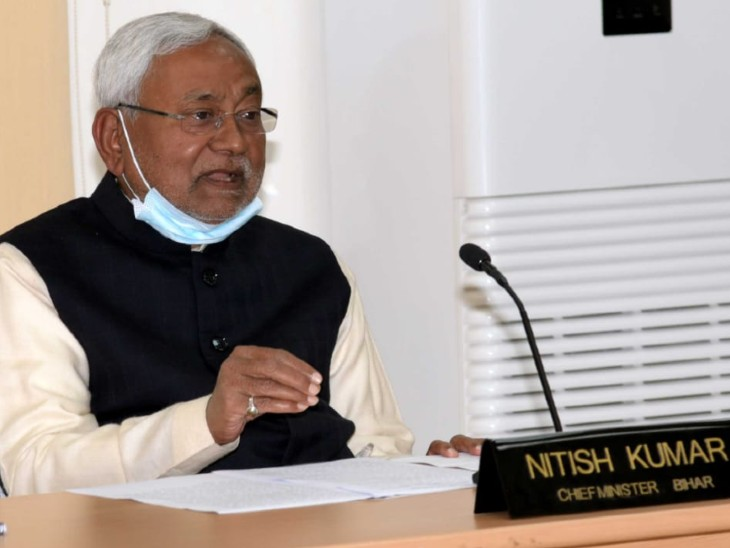 CM Nitish Kumar speaking in the condolence meeting.