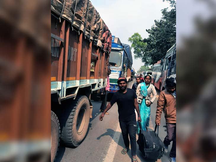 इस परिवार को 1.30 बजे स्टेशन पहुंचना था लेकिन चक्का जाम के कारण नहीं पहुंच पाए।