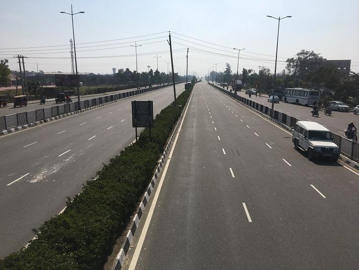 Highway was deserted after a flywheel jam.