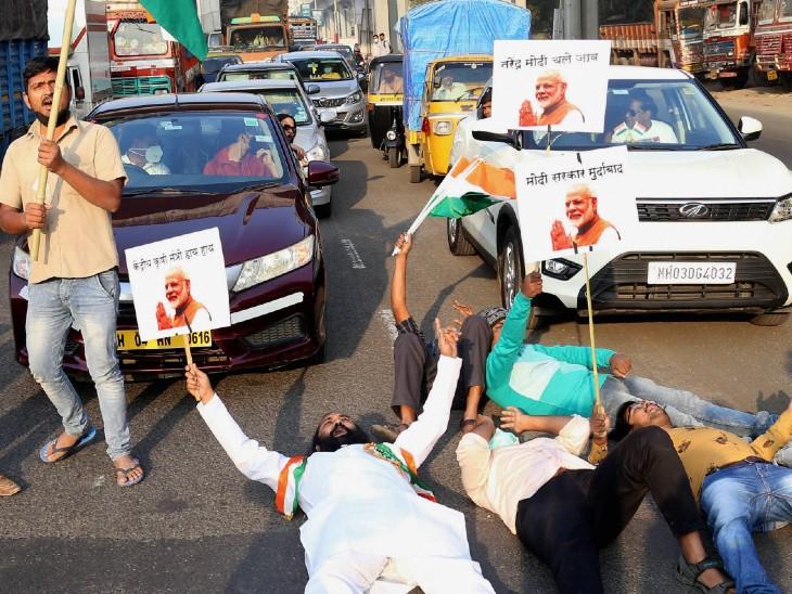 महाराष्ट्र के ठाणे शहर में किसानों के समर्थन में भारतीय जयहिंद पार्टी के कार्यकर्ताओं ने भिवंडी-नासिक हाईवे पर जाम लगाया।