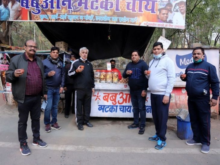 After cycling, he also discussed tea with the officials at a shop in Morhabadi.