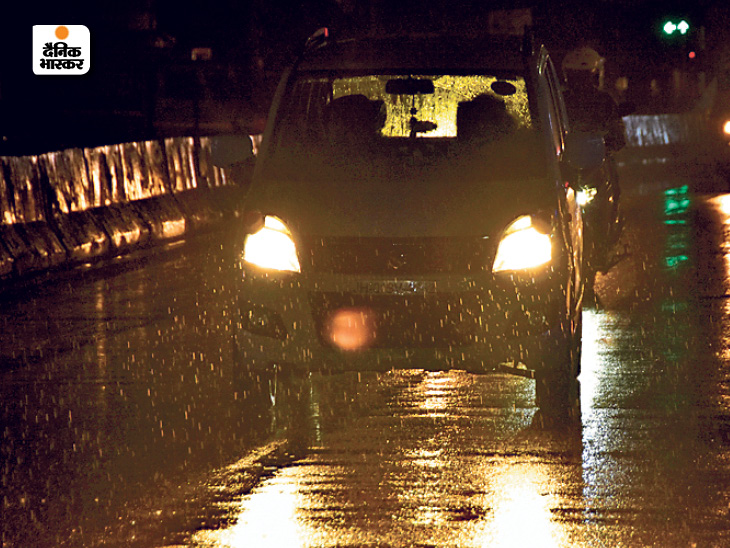 Ranchi received heavy rains last night, after which the cold has increased.