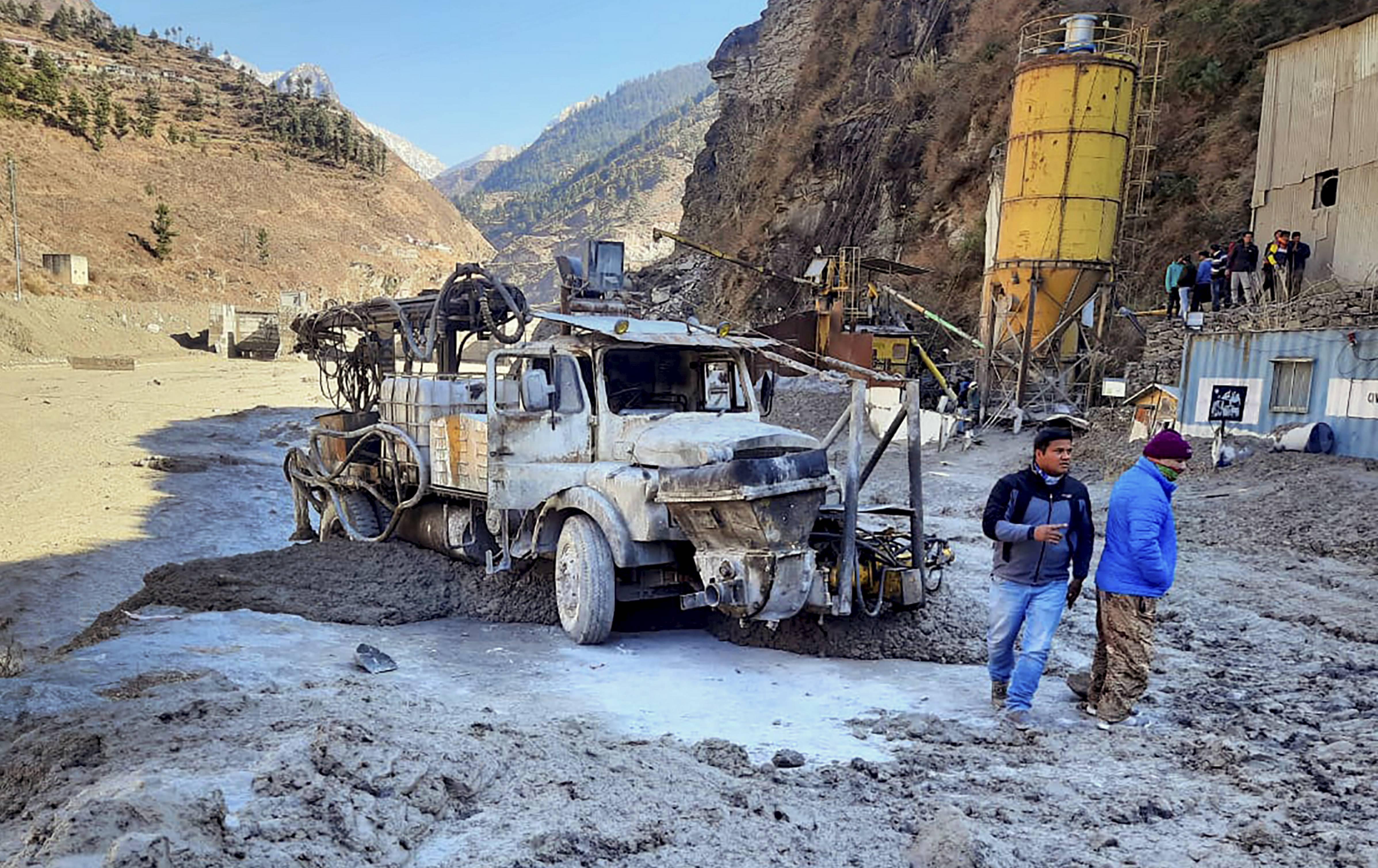 चमोली जिले के रैणी गांव में चल रहे धौलीगंगा हाइड्रोपावर प्रोजेक्ट को काफी नुकसान हुआ है। ग्लेशियरों को नुकसान से किस तरह के हादसे हो सकते हैं, चमोली की घटना इसकी गवाही है।
