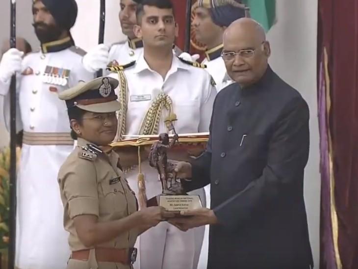 2019 में IPS अपर्णा को राष्ट्रपति रामनाथ कोविंद ने तेंजिंग नॉर्गे नेशनल एडवेंचर अवार्ड से सम्मानित किया।
