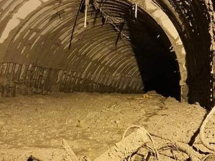 टनल के अंदर मलबा जमा हुआ है। इसे हटाने के लिए 200 जवान लगाए गए हैं।
