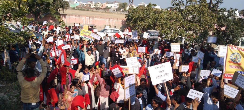 सरकार के खिलाफ नारेबाजी: ग्रेड पे 3600 किए जाने की मांग को लेकर पटवारियों की रैली, डीसी ऑफिस पर प्रदर्शन