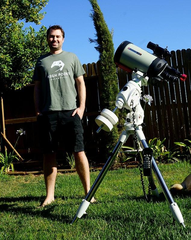 एंड्रयू मैक्कार्थी पिछले कई सालों से अंतरिक्ष से जुड़ी तस्वीरों को कैमरे में कैप्चर कर रहे हैं।
