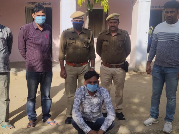 पुलिस गिरफ्त में हिस्ट्रीशीटर। - Dainik Bhaskar