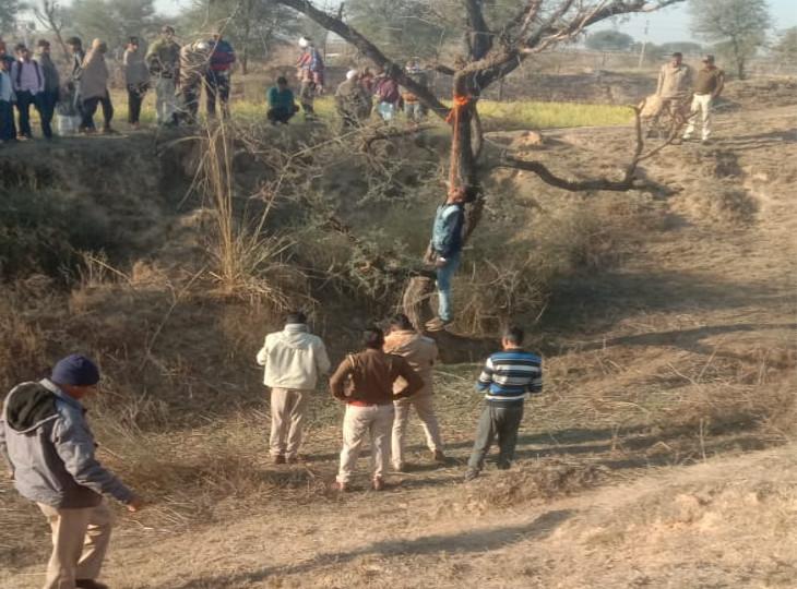 परिजनों ने कहा- सुसाइड नहीं हत्या कर लटकाया है; एक दिन पहले युवक ने फोन पर कहा था, कुछ लोग मेरे पीछे है|जयपुर,Jaipur - Dainik Bhaskar