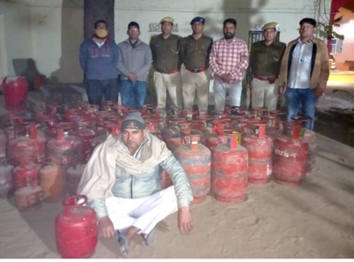 किराना दुकान में हो रही थी गैस रिफिलिंग, दुकानदान गिरफ्तार; 47 सिलेंडर बरामद|जयपुर,Jaipur - Dainik Bhaskar