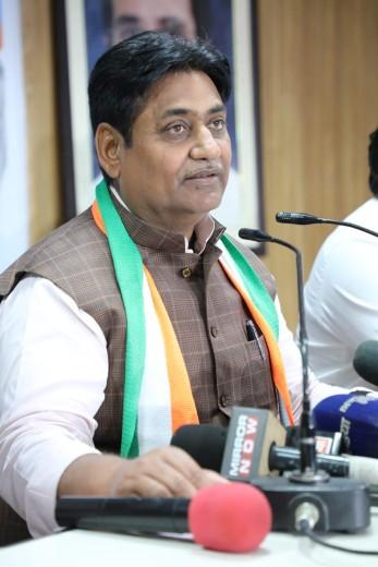 मोदी के आंसुओं पर बोले- नौटंकी करने में वे नंबर वन हैं, बेस्ट ड्रामेबाज का खिताब PM को ही देना चाहिए|जयपुर,Jaipur - Dainik Bhaskar