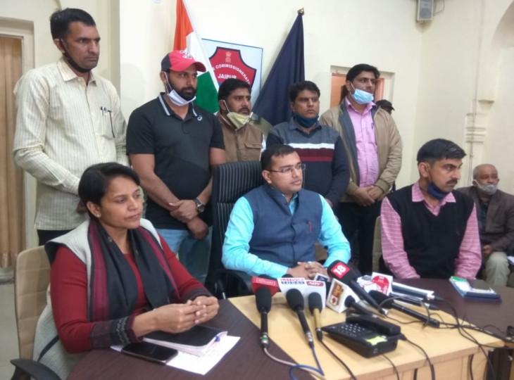 मनीष सैनी गैंग के बारे में जानकारी देते हुए जयपुर पुलिस कमिश्नरेट के डीसीपी क्राइम दिगंत आनंद और एडिशनल डीसीपी सुलेश चौधरी